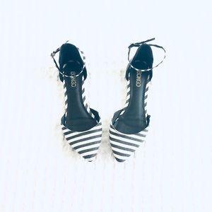 BONGO Women's Ankle Strap Flats Size 8